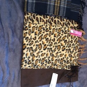 Minky Accessories Scarves 4 NWT